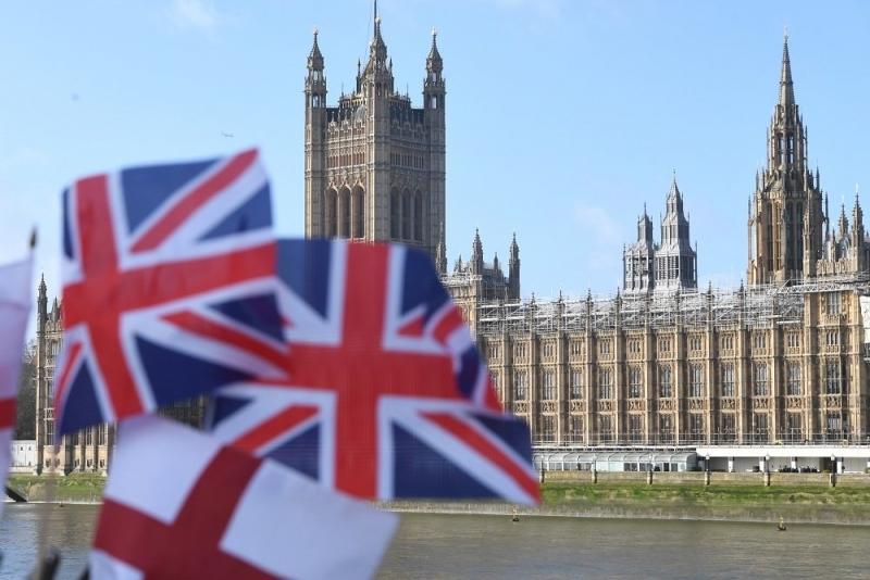 Исковете за обезщетения за безработица във Великобритания се понижиха изненадващо