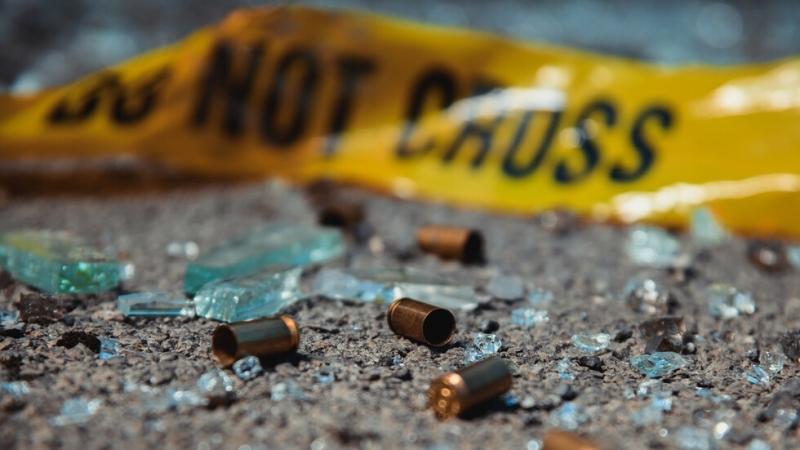 14-годишно момче и възрастен са ранени при стрелба в Ню