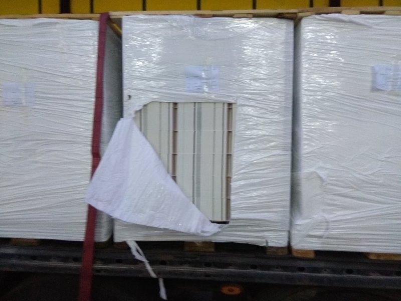 Митнически служители са задържали близо 16 тона цигарени опаковки на