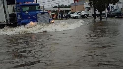 Снимка: Четирима загинаха в Тексас при наводнения, предизвикани от бурята Имелда