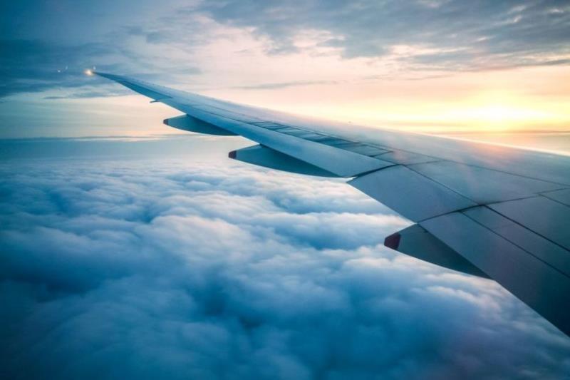 """Пътнически самолет на """"Еър Индия"""", летящ от Мумбай за Ню"""