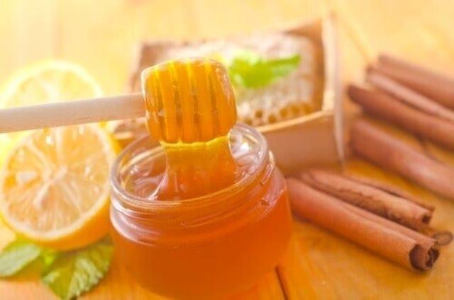 Хората използват мед и канела от векове, като тези продукти