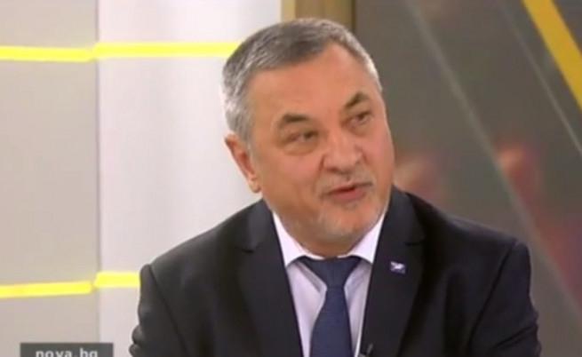 Валери Симеонов съска: Цялото медийно пространство е узурпирано от представителите на ВМРО