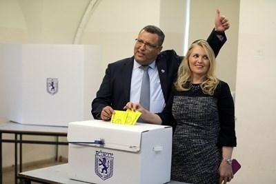 Дългогодишният политически активист Моше Лион беше избран за кмет на
