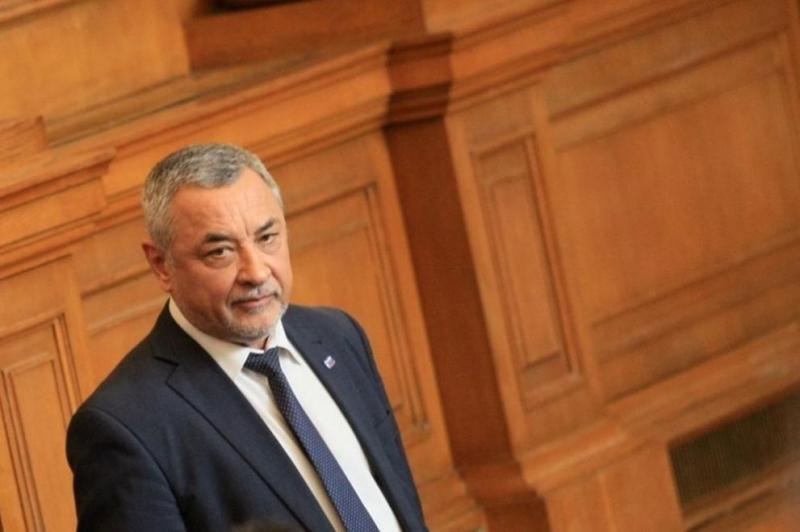 Рокади в парламента! Валери Симеонов стана зам.-шеф на Народното събрание
