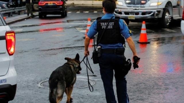 Офицер от бреговата охрана Съединените щати беше арестуван по подозрение,