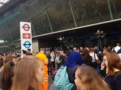 """Оживената железопътна гара """"Стратфорд"""" в Лондон отново е отворенаслед като"""
