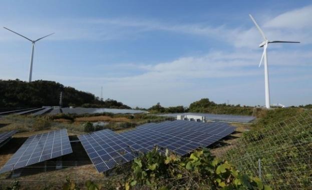 Слънчевата и наземната вятърна енергия сега са най-евтините нови източници
