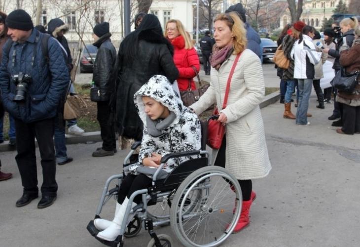 Майки на деца с увреждания настояват за нов закон - photo#1