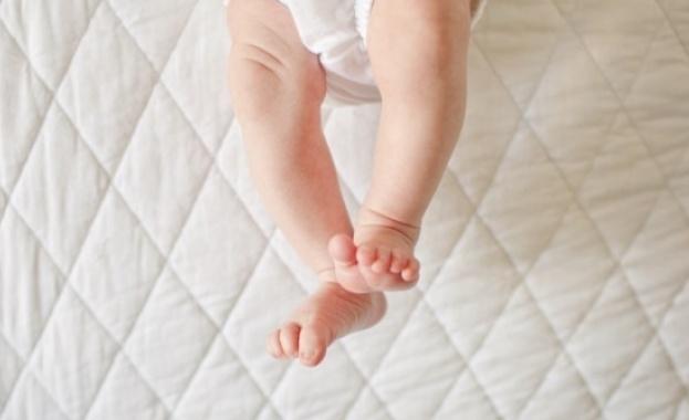 Снимка: 18-месечното бебе в Габрово е починало от травма в тила