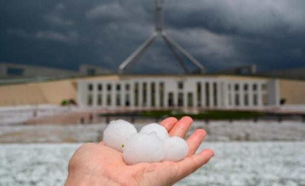 """""""Апокалиптична"""" прашна буря, градушки и порои връхлетяха засегнатите от сушата"""