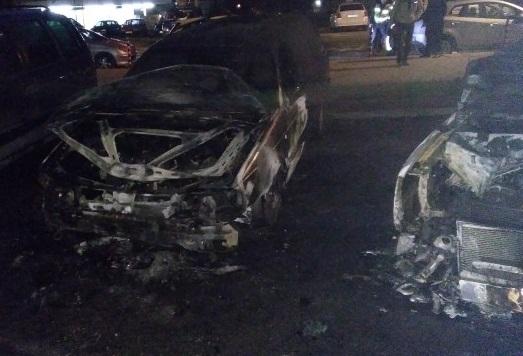 Двете коли на семейство от врачанско село са били запалени
