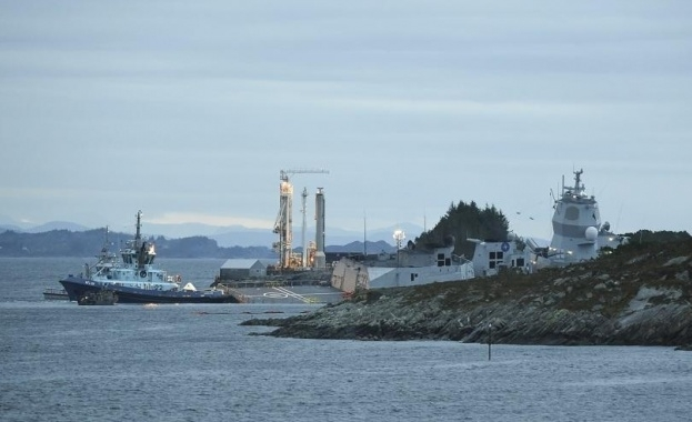 Петролен танкер и фрегата се сблъскаха в Норвегия, има ранени