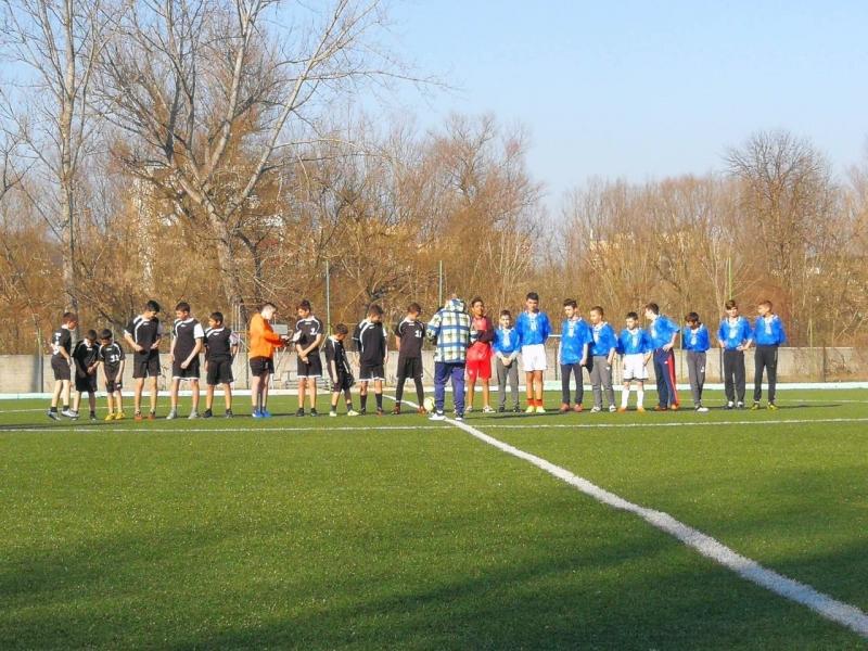 Снимка: Ученическите игри в Мездра започнаха с футбол