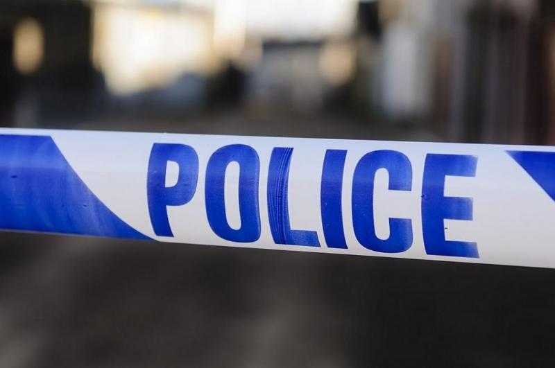 Британската полиция съобщи, че27-годишен мъж е задържан по подозрение, че