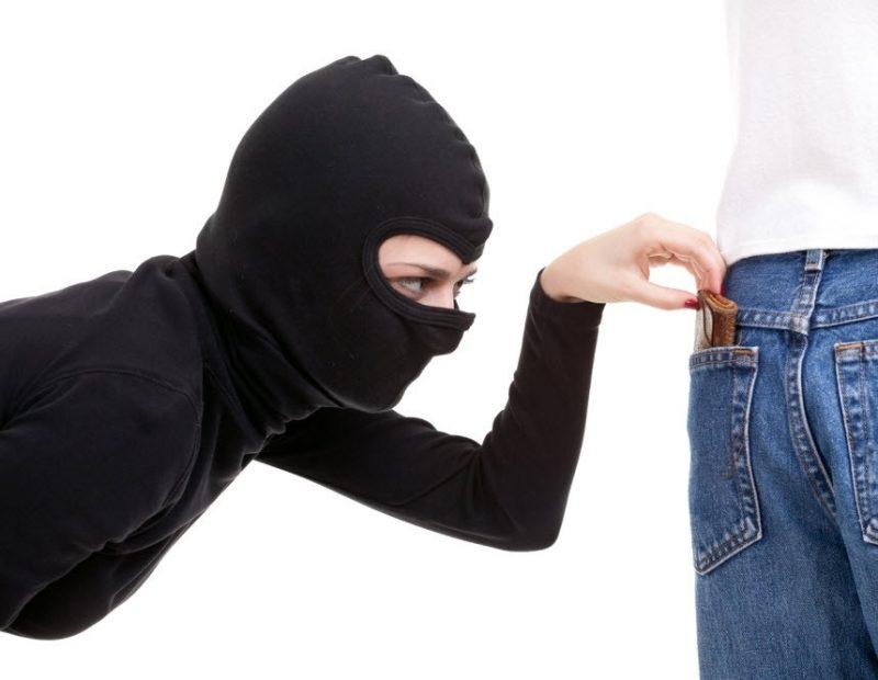 Полицаи хванали жена, откраднала 100 лева от мъжка чанта в