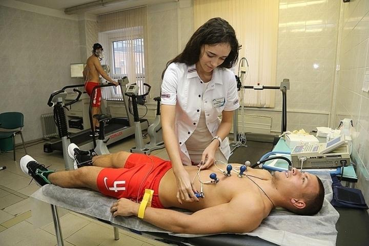 Секси лекарка забрани секса на Ивелин Попов, той падна със 0:7 /снимки/