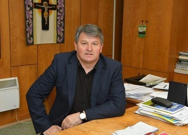 Кметът на Чипровци Пламен Петков стана дядо, научи агенция BulNews.
