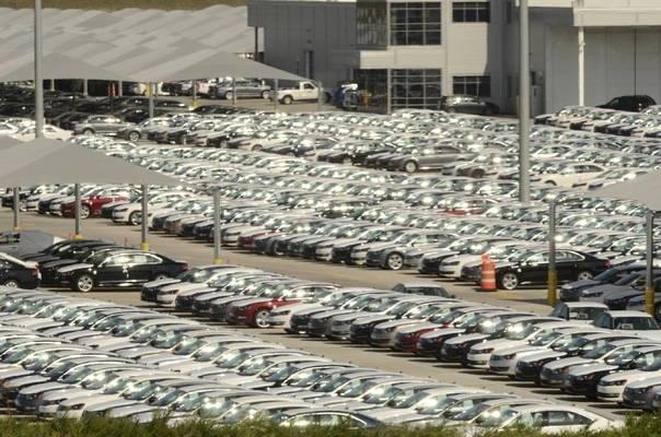 Продажбите на нови автомобили в Европа ще намаляватпрез 2019-2020 г.