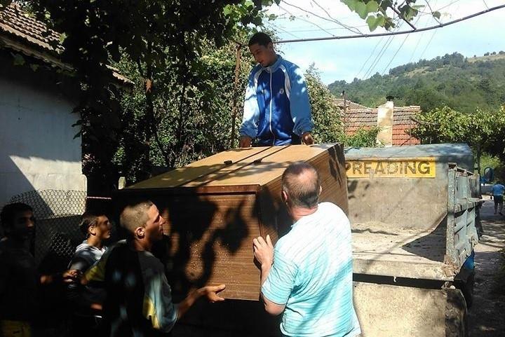 Поредно дарение получи семейството от село Елисейна, чийто дом изгоря