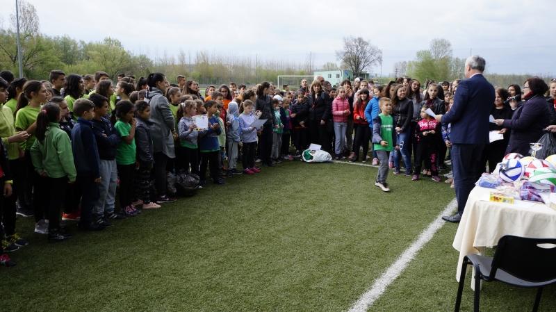 Снимка: Пролетен спортен празник събра децата в Мездра