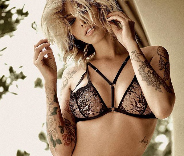 Тина Луиз е австралийски модел с немски корени, който леко