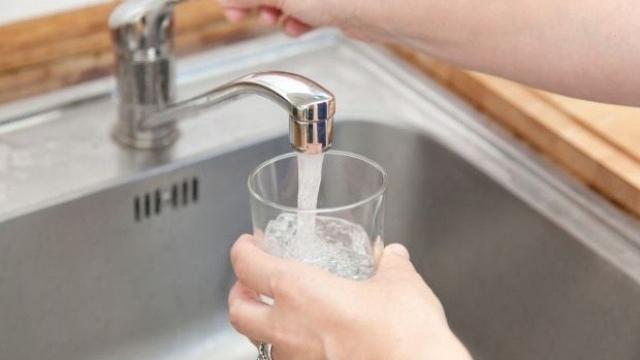Регулаторът решава днес за по-високите цени на водата