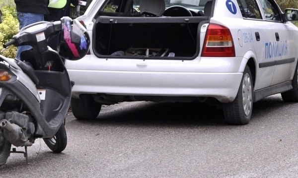 Мъж без книжка бе заловен с мотопед без регистрация из