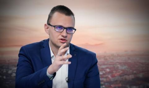 Снимка: Хакерът от НАП търсил данни за Бойко Борисов, Делян Пеевски и Сотир Цацаров