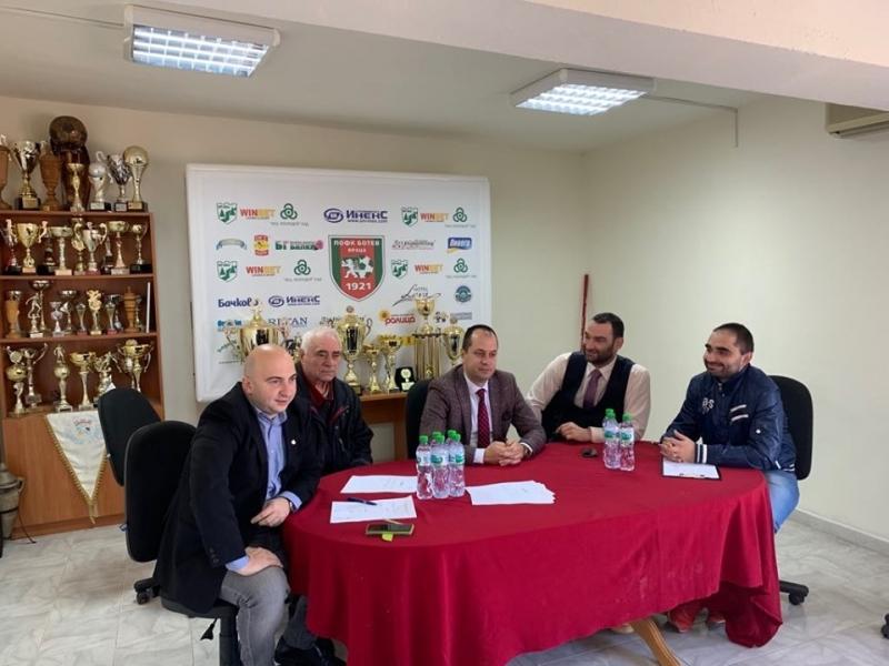 """Важни промени в устава и ръководството на """"Ботев"""" /Враца/, нови хора поемат отбора /снимки/"""
