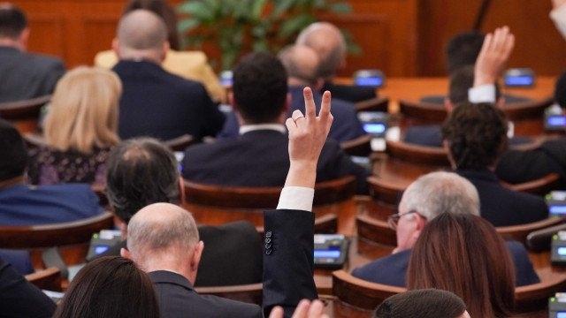 След двучасови дебати парламентът отхвърли ветото на президента Румен Радев