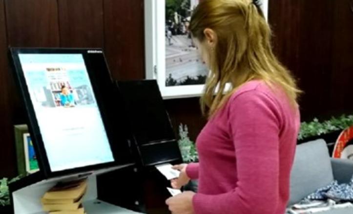 Станция за самообслужване и електронна врата за защита на библиотечния