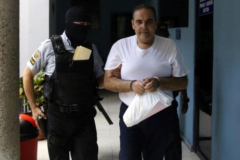 Бившият президент на СалвадорАнтонио Сакабеше осъден на две години затвор