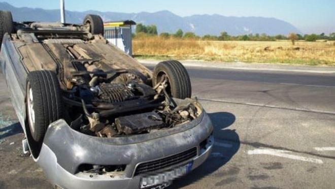 Двойка младежи са катастрофирали в Монтанско, пострадало е 16-годишно момиче,