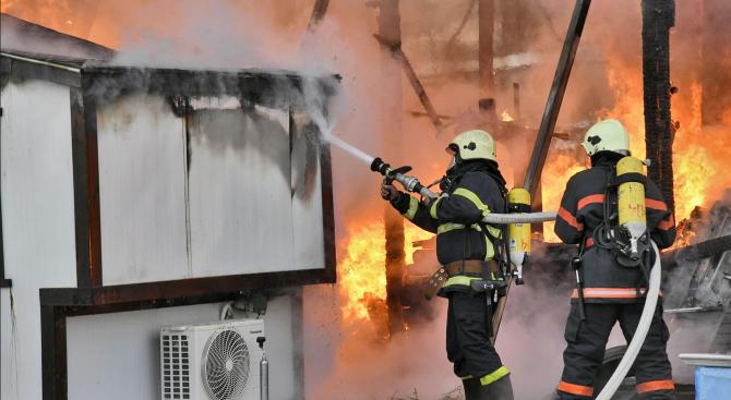 Баба изгоря при пожар в дома си
