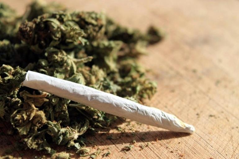 Малолетно момче беше заловено с цигара марихуана посред бял ден
