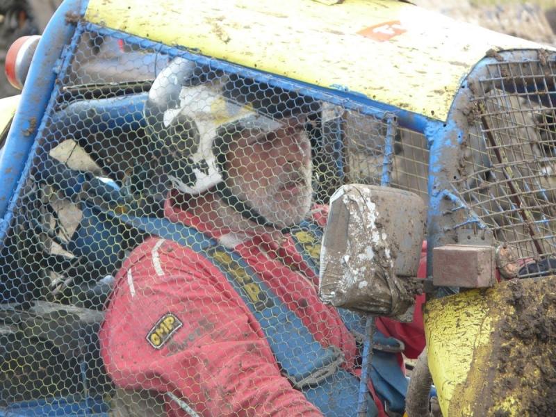 Атрактивният пилот Пампи се завръща отново на пистата