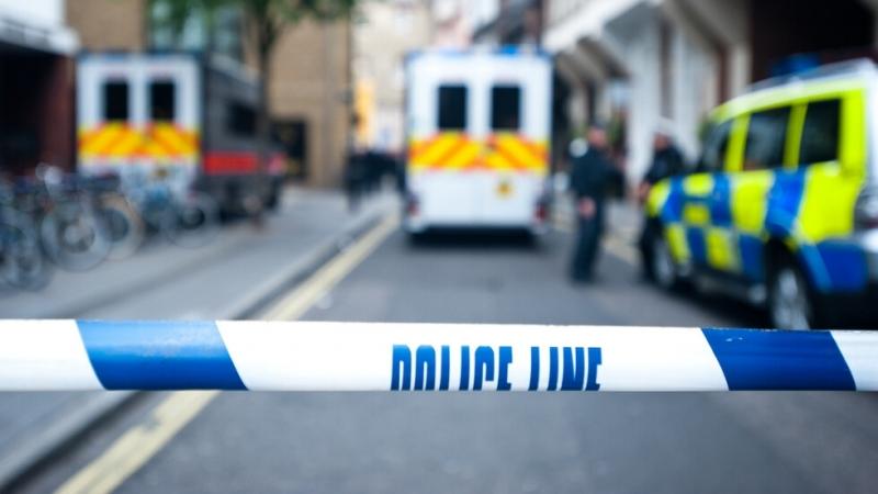 Полицейски служител е починал, след като е бил прострелян от