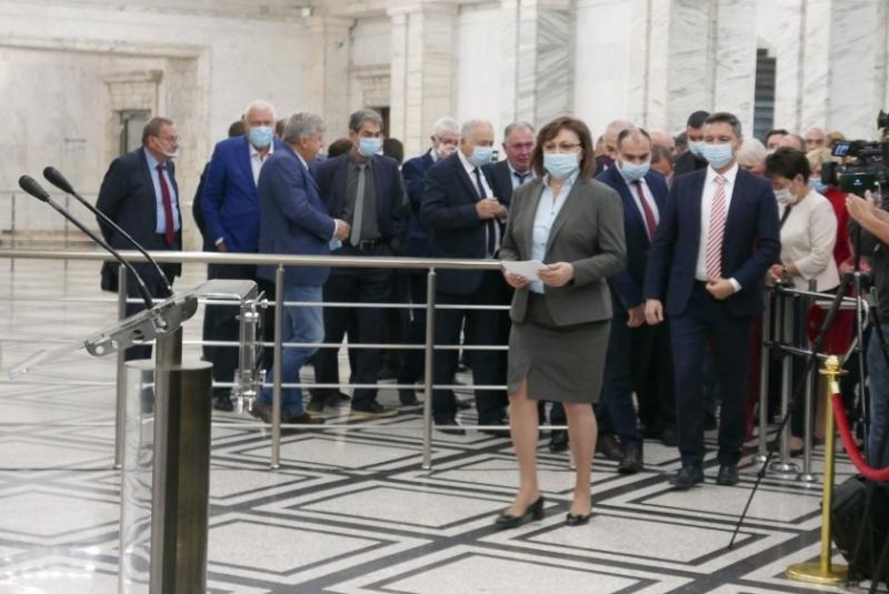 """Корнелия Нинова гледа към коалиция с """"Има такъв народ"""""""