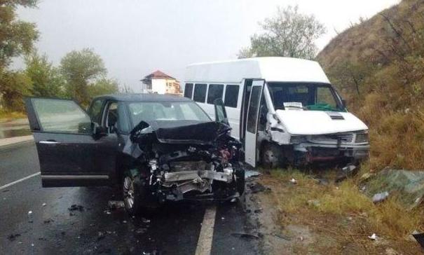 Един човек е пострадалпри катастрофа на пътя Кресна-Симитли, съобщиха от