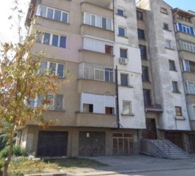 Частен съдебен изпълнител е обявил за публична продан тристаен апартамент