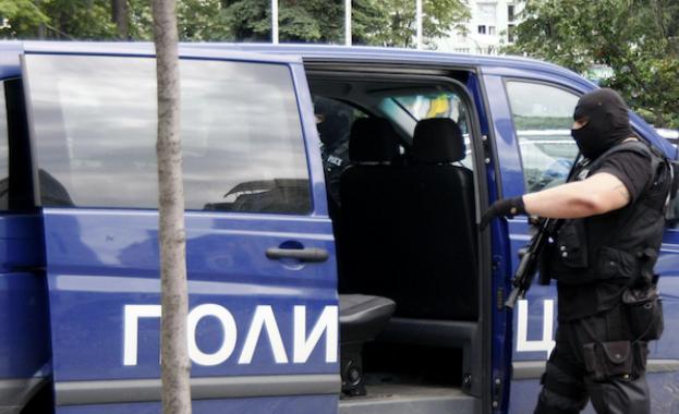 Група от 20-тина нелегални мигранти бяха задържани на главния път