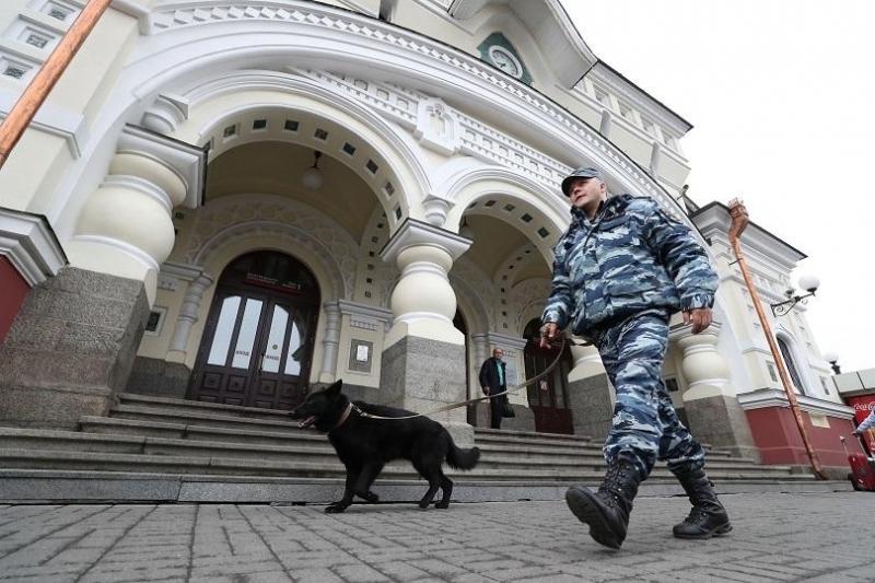 Анонимни заплахи за поставени бомби бяха получени в неделя в