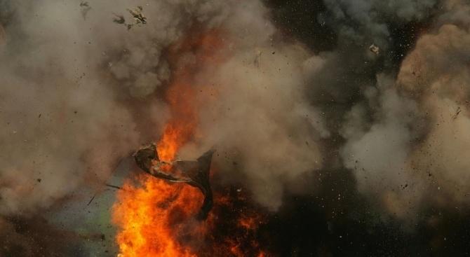 Снимка: Край бреговете на Индонезия седем души загинаха след пожар на кораб