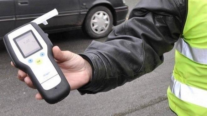 Водач на тежкотоварен автомобил в нетрезво състояние е бил задържан,