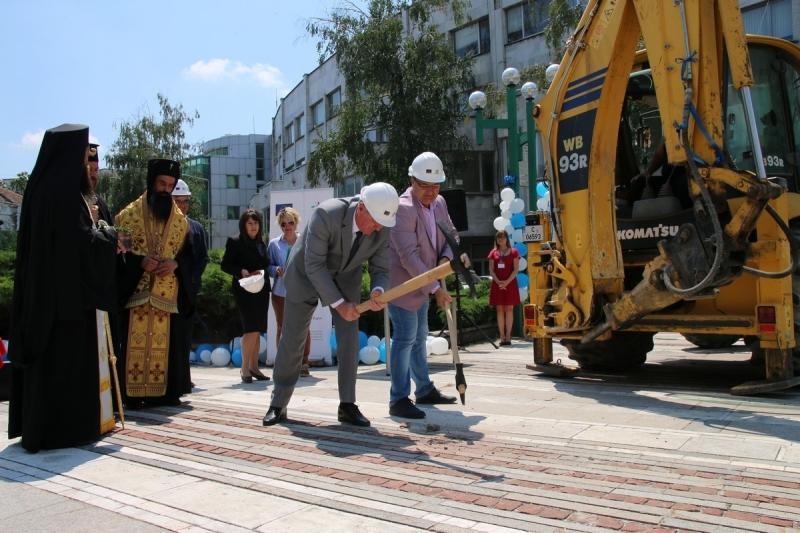 Започна ремонтът на централната пешеходна зона на Видин /снимки/