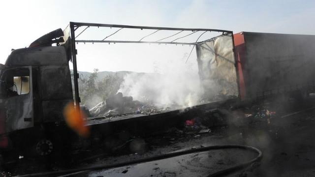 ТИР с олио пламна насред пътя в Шуменско