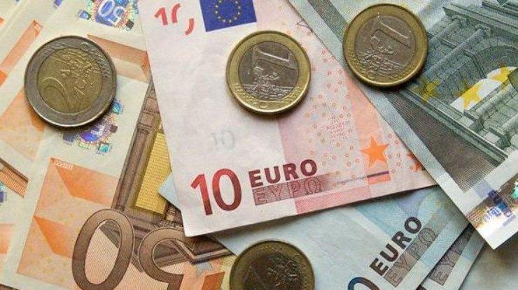 Край на високите такси за преводите в евро от и