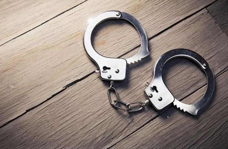Задържаха двама братя, нарушили заповед за домашно насилие срещу майка
