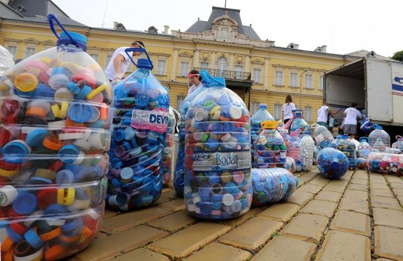 Над 300 хил. тона рециклирана пластмаса, чисто нови кувьози за